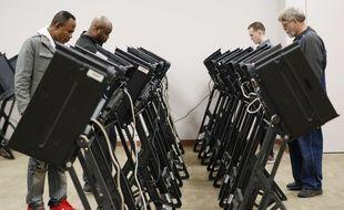 Des machines à voter dans l'Ohio, le 31 octobre 2018.