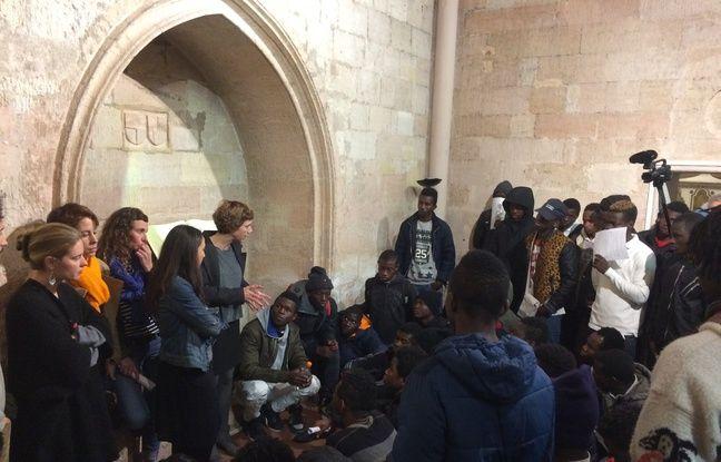 Les mineurs discutent avec des avocat(e)s de leurs droits.