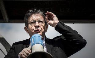 Jean-Luc Mélenchon s'adresse à ses soutiens avant la convention des candidats de la France insoumise aux élections législatives (Villejuif le 13 mai 2017)