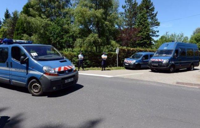 Une reconstitution du meurtre d'Agnès, collégienne violée et tuée en novembre 2011 au Chambon-sur-Lignon (Haute-Loire), a eu lieu vendredi sous haute surveillance, en présence du meurtrier présumé, un camarade âgé de 17 ans au moment des faits.