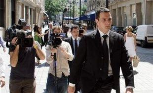 """Le trader Jérôme Kerviel a """"abusé de la confiance"""" d'une hiérarchie """"négligente"""" pour réaliser ses falsifications, selon un rapport de police qui reprend la vision de l'affaire développée dans un rapport interne de la Société Générale."""