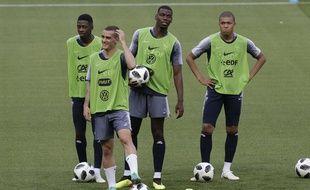Dembélé, Griezmann, Pogba et Mbappé à l'entraînement à Nice, le 31 mai 2018.