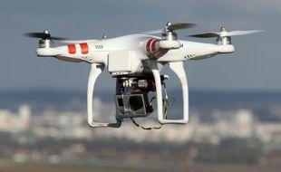 Réglementé depuis un arrêté ministériel du 11 avril 2012, qui fixe notamment à 150 mètres la hauteur maximale de vol, le marché du drone civil compte actuellement 2.000 exploitants - contre 460 début 2014 - et une centaine de constructeurs