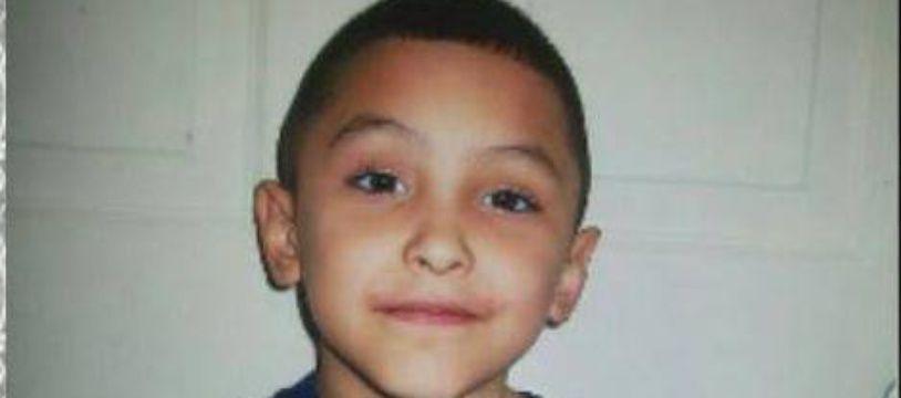 Le petit Gabriel est mort sous les coups de son beau-père qui le pensait homosexuel.