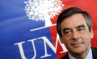 François Fillon a annoncé samedi sa candidature à la présidence de l'UMP, donnant ainsi le coup d'envoi de la bataille pour la prise du principal parti d'opposition, deux mois à peine après l'échec à la présidentielle de Nicolas Sarkozy.