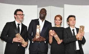 Le réalisateur de The Artist, Michel Hazanavicius, Omar Sy, Bérénice Bejo, le producteur Thomas Langmann, après la 37e cérémonie des César.