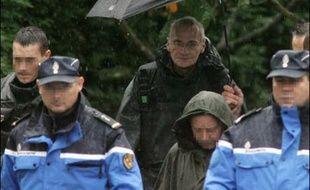 Les parties civiles dans le double meurtre de Montigny-lès-Metz (Moselle) vont réclamer un non-lieu pour Francis Heaulme que des analyses semblaient disculper mardi pour tenter d'obtenir un nouveau procès de Patrick Dils, acquitté il y a cinq ans dans cette affaire.