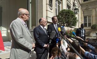 Bernard Cazeneuve, entouré du secrétaire général du CFCM Abdallah Zekri (à g.) et du président du CFCM Anouar Kbibech (à dr.), lundi 1er août 2016.