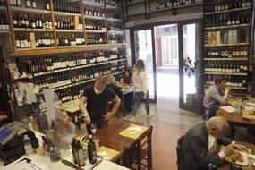 A compter du 9 juin, il sera possible pour les restaurants d'accueillir des clients à l'intérieur (Illustration)