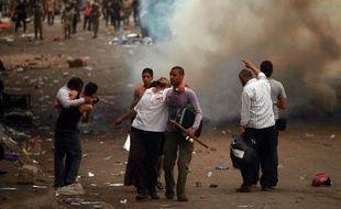 Le calme régnait samedi matin dans le secteur du ministère de la Défense au Caire, où un couvre-feu nocturne a été imposé après des affrontements entre manifestants et militaires qui ont fait deux morts et près de 300 blessés