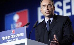 L'UMP tiendra lundi, au lendemain du premier tour des législatives, un bureau politique extraordinaire pour analyser le scrutin et définir la stratégie du second tour, notamment la position à adopter en cas de duel gauche/FN, a-t-on appris mardi de source UMP.