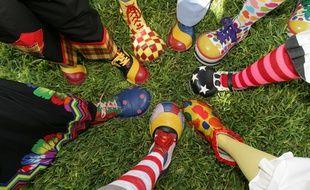 Nombreux pieds de clowns