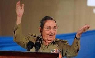 """Le président cubain Raul Castro s'est déclaré vendredi prêt à dialoguer """"directement"""", """"sans intermédiaire"""", et d'égal à égal avec le président américain élu Barack Obama."""