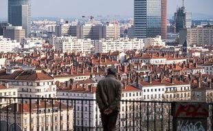 Un homme seul dans Lyon confiné, illustration