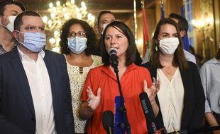 Johanna Rolland (au centre), le soir de sa réélection à la mairie de Nantes. A sa gauche, Bassem Asseh. A sa droite, Julie Laernoes.