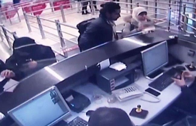 Hayat Boumeddien accompagnée d'un homme à son arrivée en Turquie