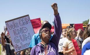 Des milliers de protestants contre la violence par armes à feu à Chicago ont bloqué une partie de l'autoroute le 7 juillet 2018.