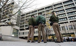 Plusieurs personnes dont une policière ont été blessées mardi matin par des coups de feu tirés dans une gare de la banlieue de Munich.
