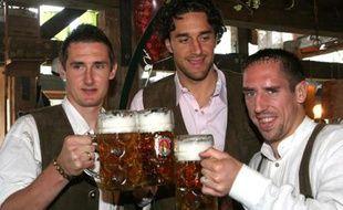 Les joueurs du Bayern de Munich à la fête de la bière. De gauche à droite : Miroslav Klose, Luca Toni et Franck Ribery, le 30 septembre 2007.