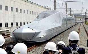 Le train à grande vitesse japonais Alfa-X.