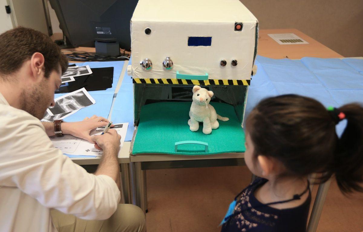 Strasbourg le 30 03 2016. Opération hôpital des nounours à la faculté de médecine. – G. Varela / 20 Minutes