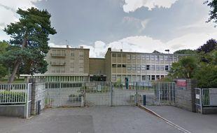 Plus grand lycée de Bretagne, Bréquigny accueille plus de 3.000 élèves à Rennes.