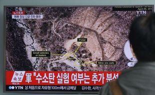 A Seoul (Corée du Sud), un homme regarde un programme télévisé annonçant que la Corée du Nord a effectué un essai nucléaire le 9 septembre 2016.