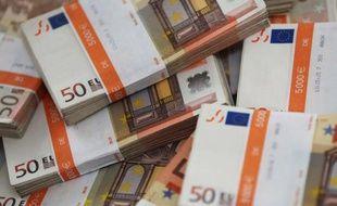 Le Portugal, sous assistance financière de l'UE et du FMI depuis mai 2011, a emprunté mercredi 1,5 milliard d'euros en bons du Trésor à six et douze mois, soit le montant maximum visé, à des taux d'intérêt en légère hausse par rapport aux dernières opérations comparables.