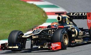 Le Français Romain Grosjean (Lotus) et le Japonais Kamui Kobayashi (Sauber) ont signé mercredi, ex-aequo au millième de seconde près, le meilleur temps de la 2e journée d'essais privés de Formule 1 disputée sur le circuit italien du Mugello, près de Florence.