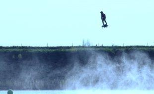 Franky Zapata lors de son essai du Flyboard Air.
