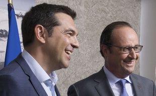 Le Premier ministre grec Alexis Tsipras et le président français François Hollande, lors de l'inauguration du nouveau canal de Suez, en Egypte, le 6 août 2015.