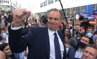 Renaud Muselier n'a pas boudé son plaisir au moment de célébrer sa victoire devant son QG à Marseille