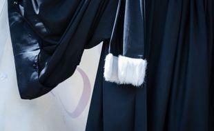 Illustration d'une robe d'avocat.