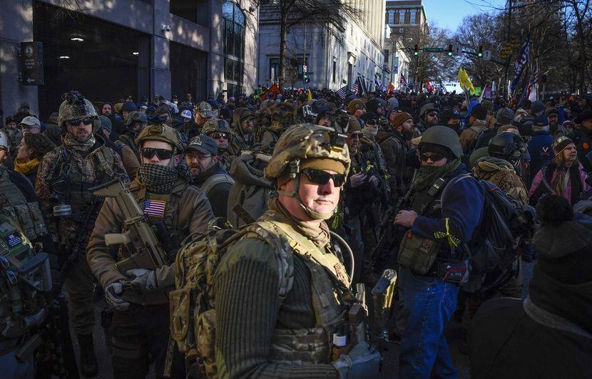 Etats-Unis: Des milliers de militants proarmes manifestent avec leur fusil semi-automatique