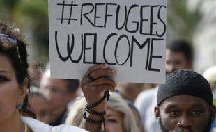 Des gens manifestent à Nice en soutien aux migrants dans le cadre d'une mobilisation européenne le 12 septembre 2015