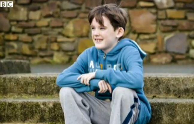 Nathan Crawford, un jeune Britannique ayant subit une congélation de tissu testiculaire pour préserver sa fertilité malgré un traitement en chimiothérapie.