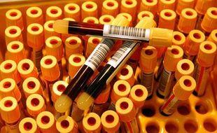 Des tubes de sang dans un centre de depistage du sida, anonyme et gratuit, à Paris.