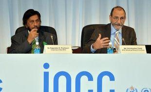 La dixième rencontre pleinière du Giec à Yokohama au Japon, le 31 mars 2014: A gauche le président du GIEC Rajendra Pachauri, et à droite le co-président Chris Field