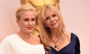 Patricia Arquette (à g.) avec sa soeur Rosanna aux Oscars, le 22 février 2015.