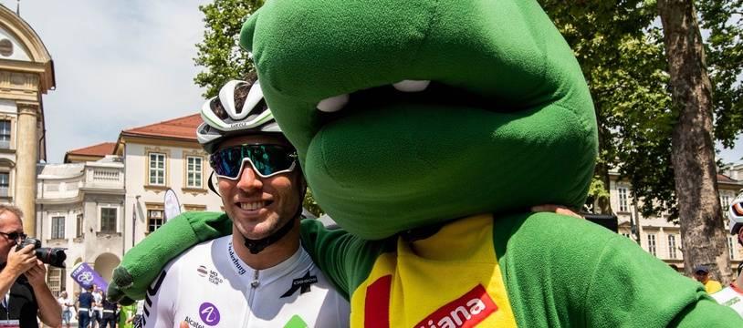 Mark Cavendish et un coureur qui ne tourne pas à l'eau claire lors du Tour de Slovénie 2019.