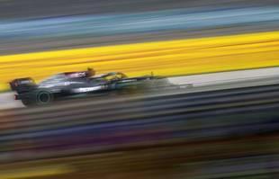 Le Finlandais Valtteri Bottas, pilote Mercedes, conduit sa voiture lors du Grand Prix de Formule 1 de Turquie sur le circuit Intercity Istanbul Park à Istanbul, en Turquie, le dimanche 10 octobre 2021.