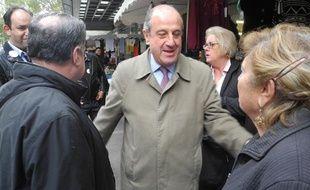 Didier Schuller en campagne pour les municipales à Clichy (Hauts de Seine), le 18 octobre 2013.