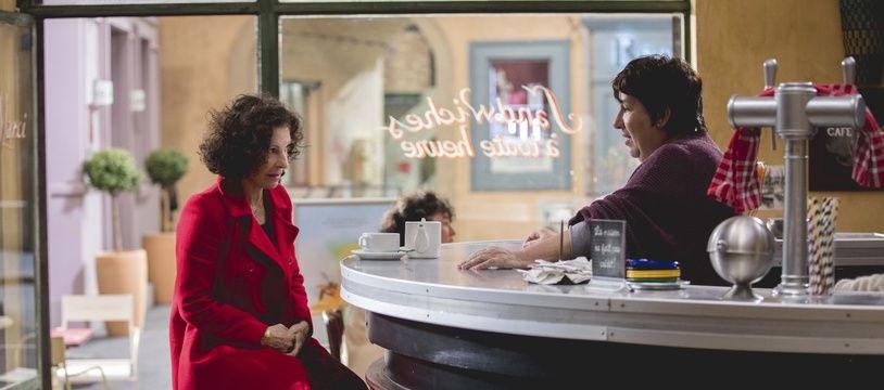 Sylvie Flepp et Annie Grégorio dans un épisode de Plus belle la vie