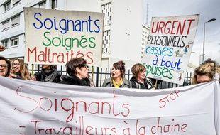Des salariés d'un EHPAD manifestent à Bordeaux contre le manque de moyens le 3 mars 2018.