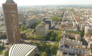 Lyon, le 3 mai 2016. La rue Garibaldi vue depuis la Tour Incity à Lyon, immeuble le plus haute de la ville situé dans le quartier Part-Dieu. Cet axe va être requalifié en artère apaisée et verte.