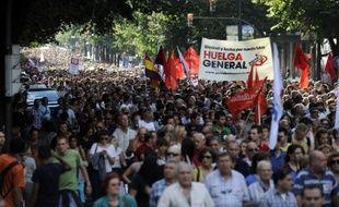 Une énorme marée humaine a envahi jeudi soir le centre de Madrid lors d'une manifestation contre le nouveau plan de rigueur du gouvernement espagnol.