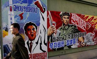 La propagande nord-coréenne s'affiche sur les murs de la capitale Pyongyang, le 26 mars 2013