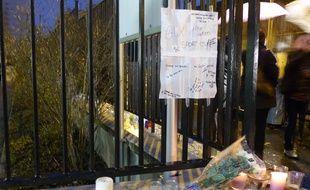 Lyon, le 14 janvier 2016. Au lendemain de l'avalanche dans laquelle deux élèves du lycée Saint-Exupéry ont trouvé la mort, l'heure est au recueillement dans cet établissement de la Croix-Rousse.