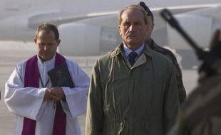 Le ministre français de la Défense, Gérard Longuet, est arrivé samedi matin à Kaboul pour une visite de deux jours auprès des forces françaises en Afghanistan à l'occasion des fêtes de fin d'année, a constaté un journaliste de l'AFP.