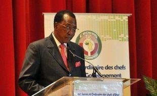 """Le président tchadien Idriss Deby a réaffirmé lundi que les deux chefs islamistes Abou Zeïd et Mokhtar Belmokhtar avaient été tués dans des combats dans le nord du Mali, assurant que les corps n'avaient pas été exposés par respect """"des principes de l'islam"""", dans un discours retransmis à la télévision tchadienne."""
